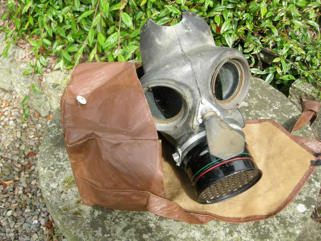VG British World War 2 gas mask