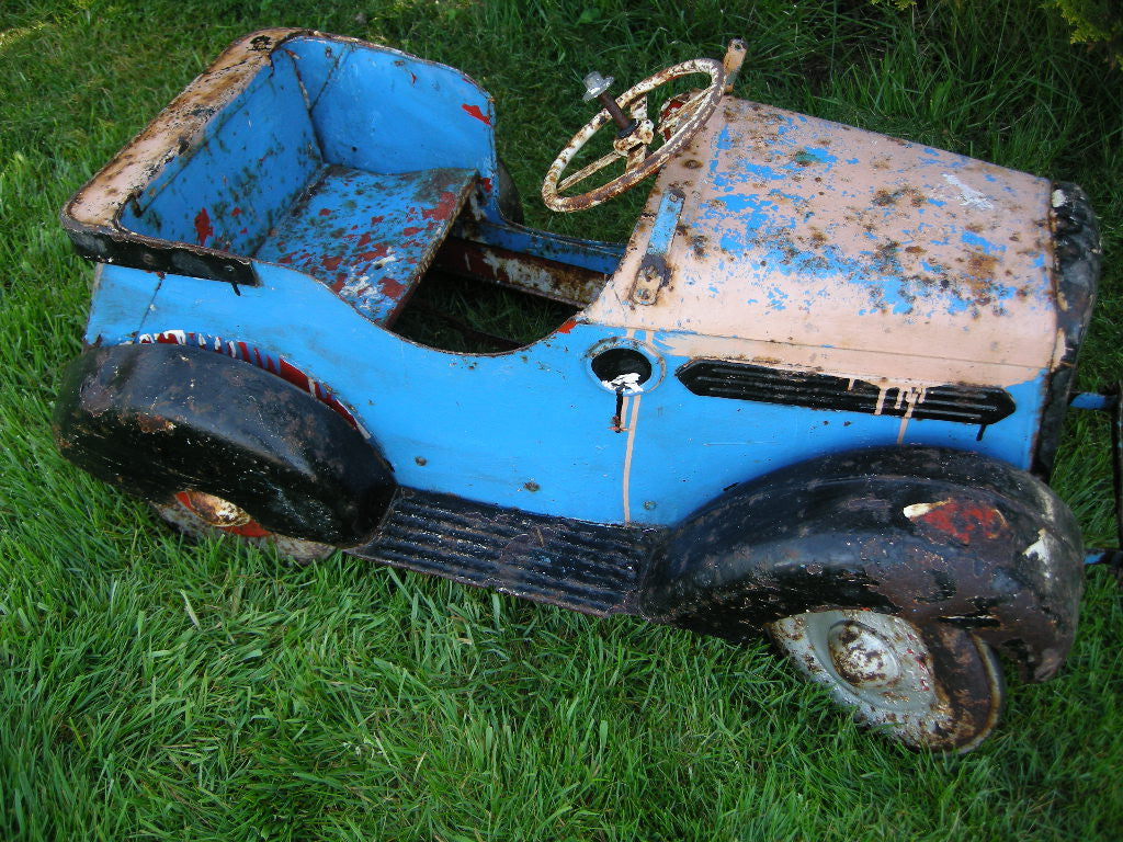 VINTAGE LEEWAY TOY PEDAL CAR FROM THE 1930S FOR REFURBISHMENT
