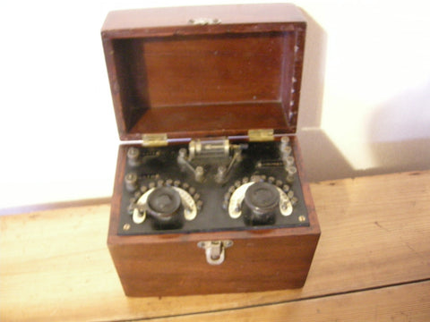 1920-30S CRYSTAL RADIO RECEIVER