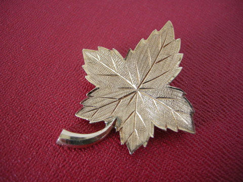 14CT gold maple leaf brooch