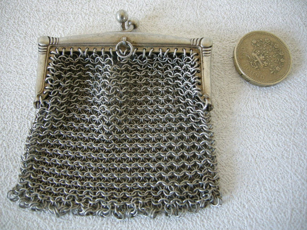 UNUSUALLY SMALL EARLY 20TH CENTURY SMALL WHITE METAL CHAIN LINK PURSE