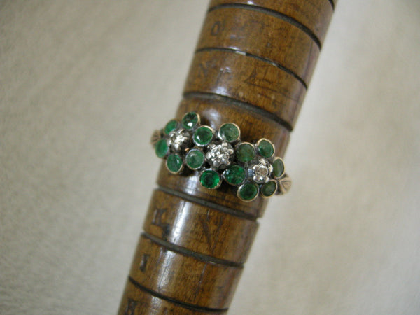 ANTIQUE GEORGIAN GOLD, DIAMOND AND EMERALD FLOWER HEAD RING