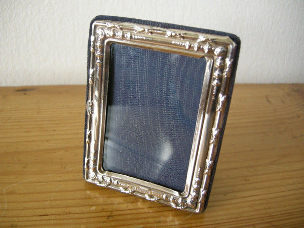SMALL LONDON HALLMARKED SILVER PHOTO FRAME