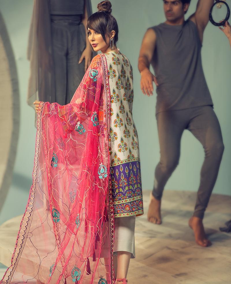 Ittehad Signature Series Lawn 2019 suit Geranium - Embroidered Grey Kameez, dyed trouser and embroidered net dupatta