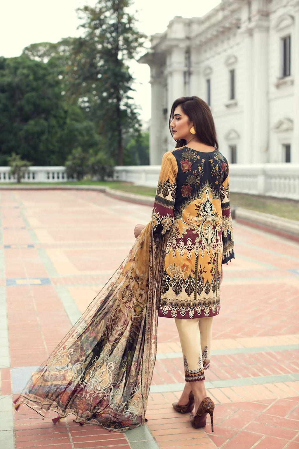 IRIS Summer Lawn 2019 suit Farié Dust