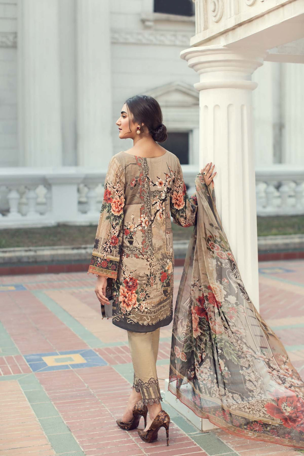 IRIS Summer Lawn Collection 2019 suit Alma Fleur - Embroidered beige lawn kameez, salwar with embroidered patches