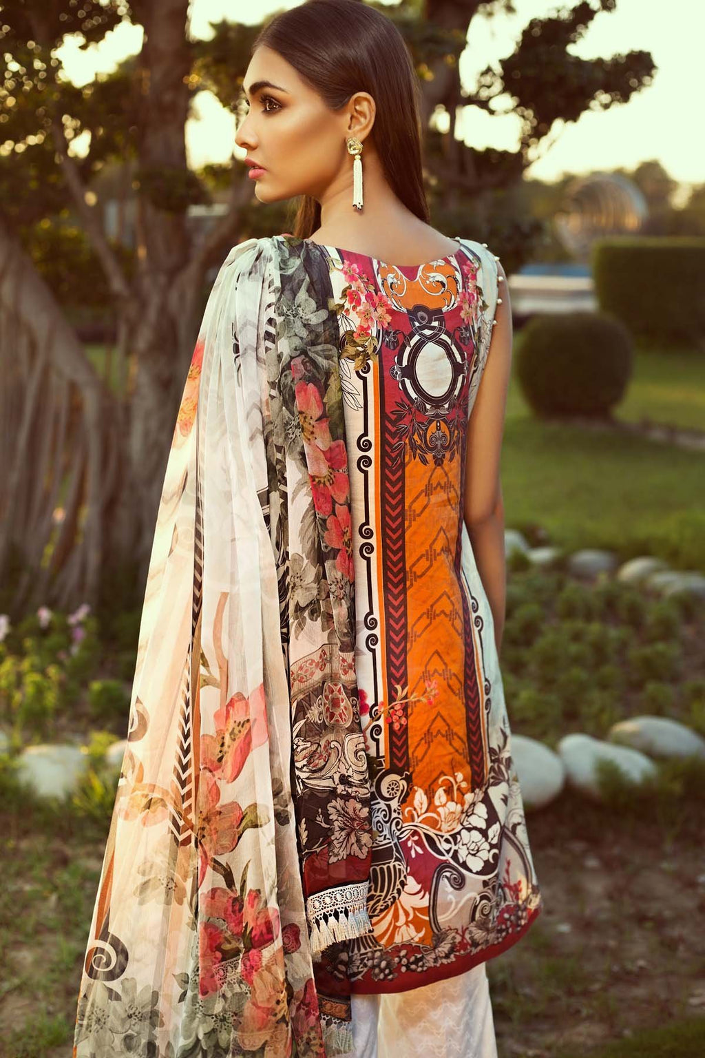 Jazmin Persuit Of Wanderlust suit Urban Soul - Digital/Embroidered Grey lawn kameez with printed chiffon dupatta and dyed trouser with patches