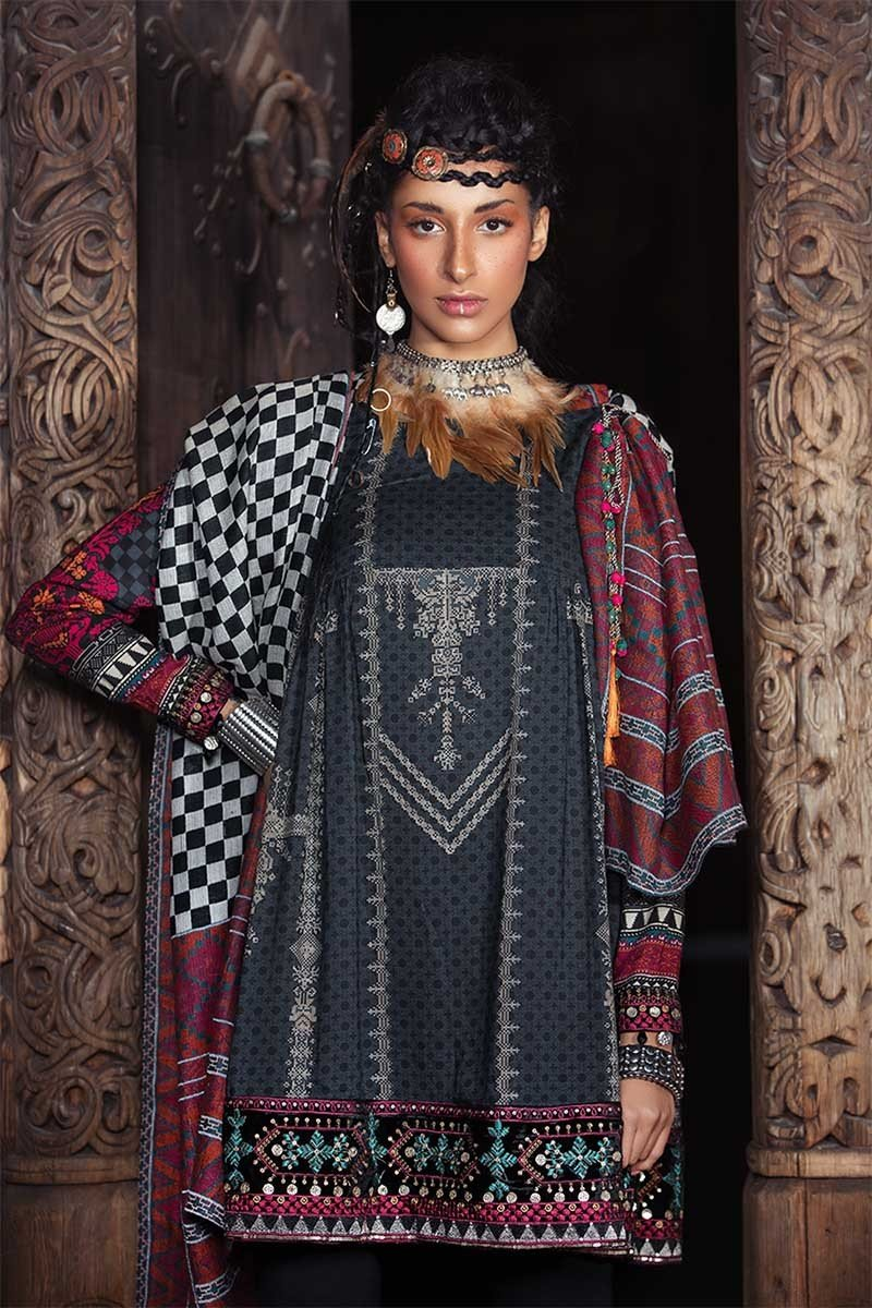 Maria B Linen Fall/Winter 2018 DL-605 - Embroidered Black Linen Kameez with woven shawl