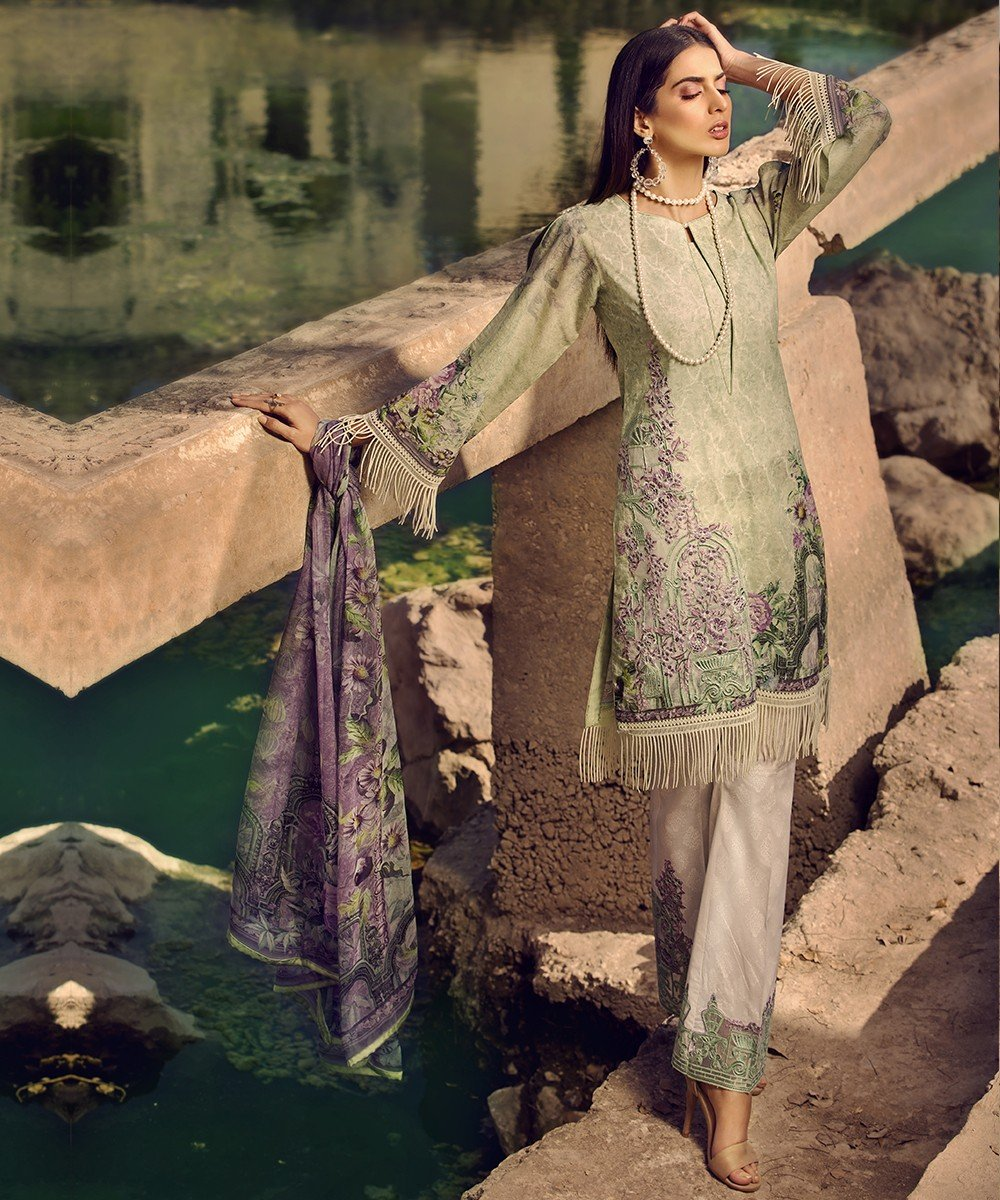 Mohagni Luxury Lawn Vol-2 2019 suit 09 - Embroidered green lawn kameez, dyed bottom with patched and digital dupatta