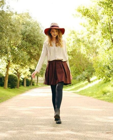 walking forest garden maroon trend autumn winter street style jumper skirt hat