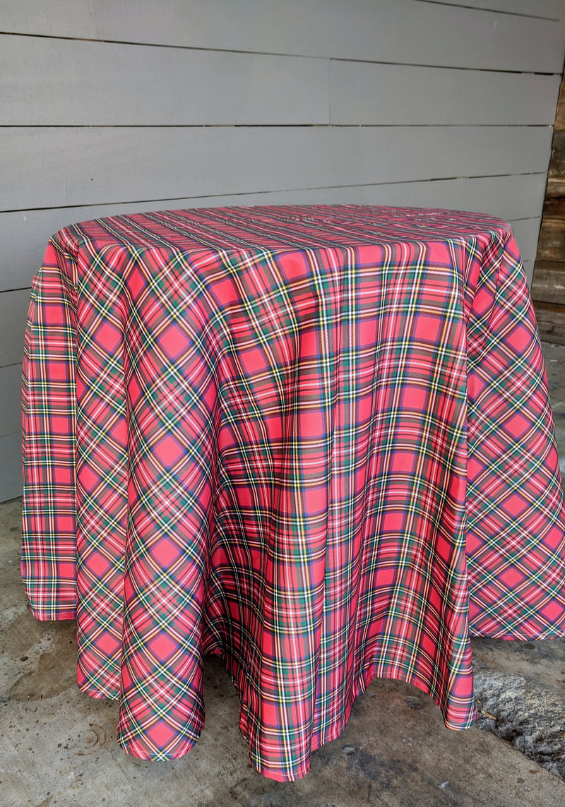 tartan // Christmas plaid // skirted tablecloth // tablecloth