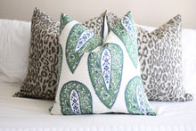Load image into Gallery viewer, Lacefield bindi // kelly green // paisley // lacefield fabrics // designer fabrics