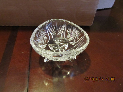 UNUSUAL VINTAGE TRIANGLE THREE FOOTED CANDY OR NUT DISH - Andres James Vintage Boutique - 1