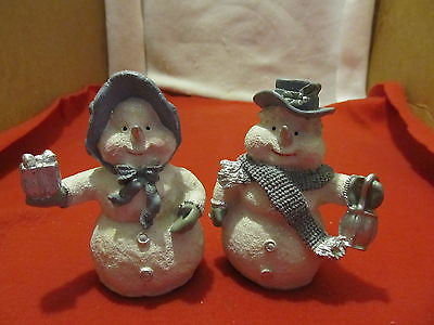 ALABASTRITE SNOW COUPLE FIGURINES IN GRAY AND WHITE - Andres James Vintage Boutique