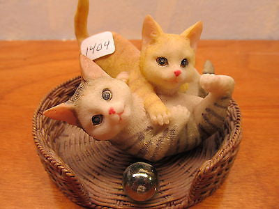 GROUP OF SMALL FIGURINES TWO WOMEN. COURTING DOVES AND KITTENS IN A BASKET - Andres James Vintage Boutique