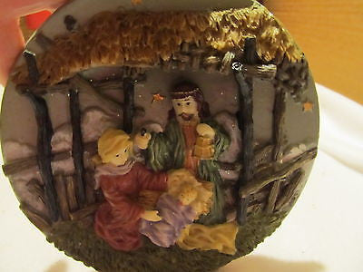 NATIVITY SCENE PLATE MADE OF RESIN - Andres James Vintage Boutique