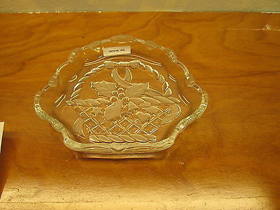 VINTAGE CRYSTAL HOLLY BERRY CHRISTMAS SERVING DISH - Andres James Vintage Boutique - 1