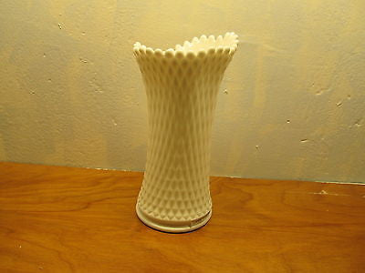 VINTAGE WESTMORELAND FLOWER VASE WITH A DIAMOND DESIGN - Andres James Vintage Boutique - 1
