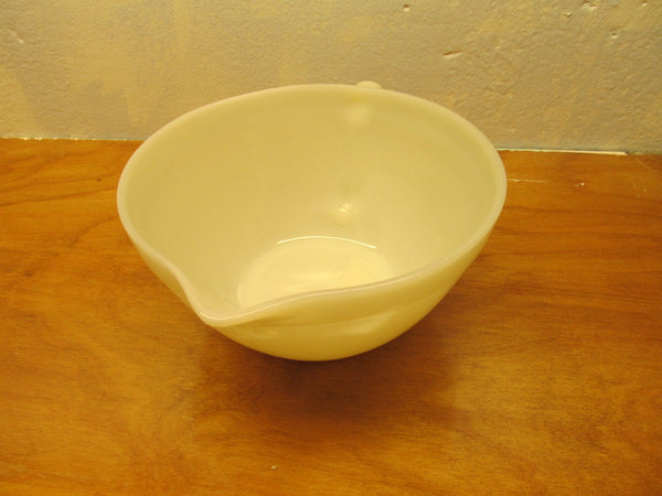 VINTAGE FOSTORIA BATTER BOWL WITH SPOUT WHITE PORCELAIN - Andres James Vintage Boutique - 2