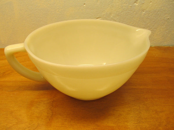 VINTAGE FOSTORIA BATTER BOWL WITH SPOUT WHITE PORCELAIN - Andres James Vintage Boutique - 1