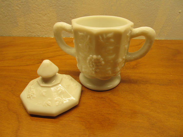 VINTAGE SET OF WESTMORELAND SUGAR AND CREAMER WITH GRAPE PANEL PATTERN - Andres James Vintage Boutique - 2