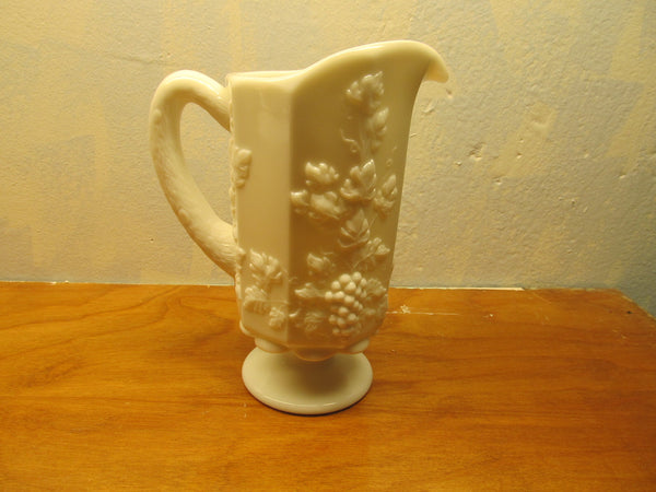 VINTAGE SET OF WESTMORELAND SUGAR AND CREAMER WITH GRAPE PANEL PATTERN - Andres James Vintage Boutique - 6