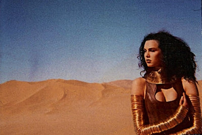 L'Wren Scott in a 1980s fashion shoot for Thierry Mugler in the Sahara