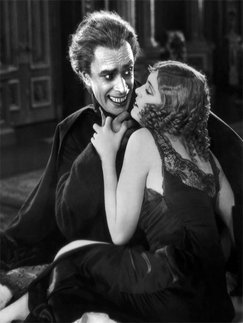 Conrad Veidt and Mary Philbin in Vera West's first film as a Universal Studios credited costume designer The Man Who Laughs 1928
