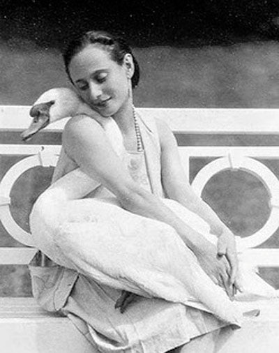 Anna Pavlova with her swan Jack