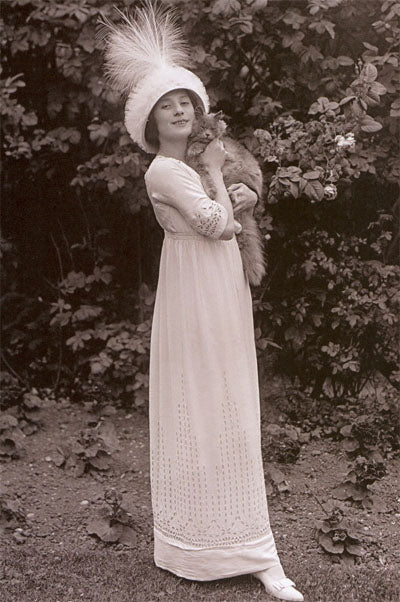 Anna Pavlova with her cat in 1911