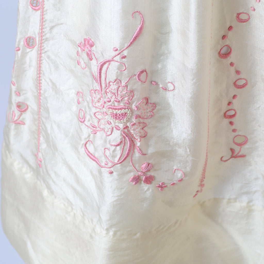 Bohemian 1920s Vintage Dress in Silk w/ Pink Embroidery