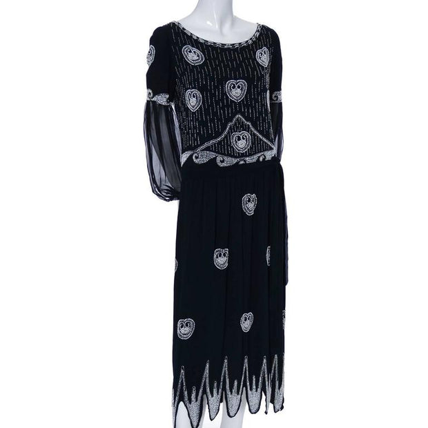 Roaring 20's vintage dress in black with beading