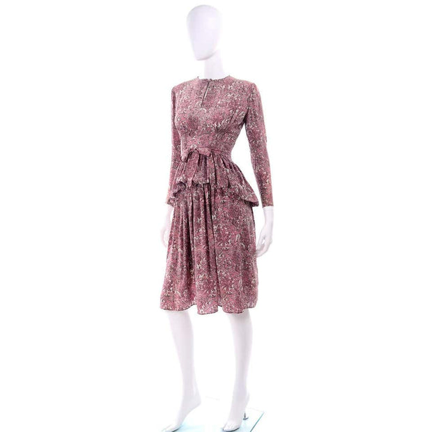 1940s Novelty Toile Print Mauve Pink Vintage Dress w Peplum