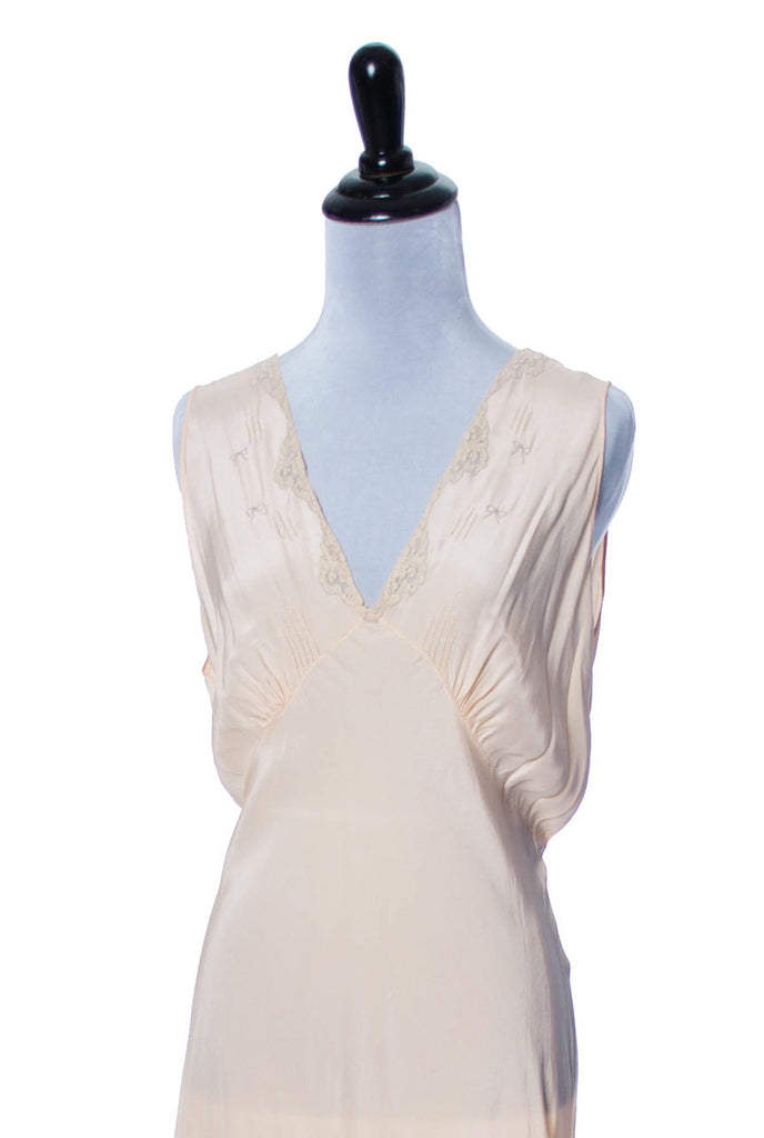 Vintage peach silk embroidered nightgown negligee