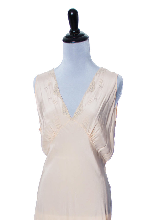 1930s Vintage Nightgown Silk with Embroidery 42 - Dressing Vintage