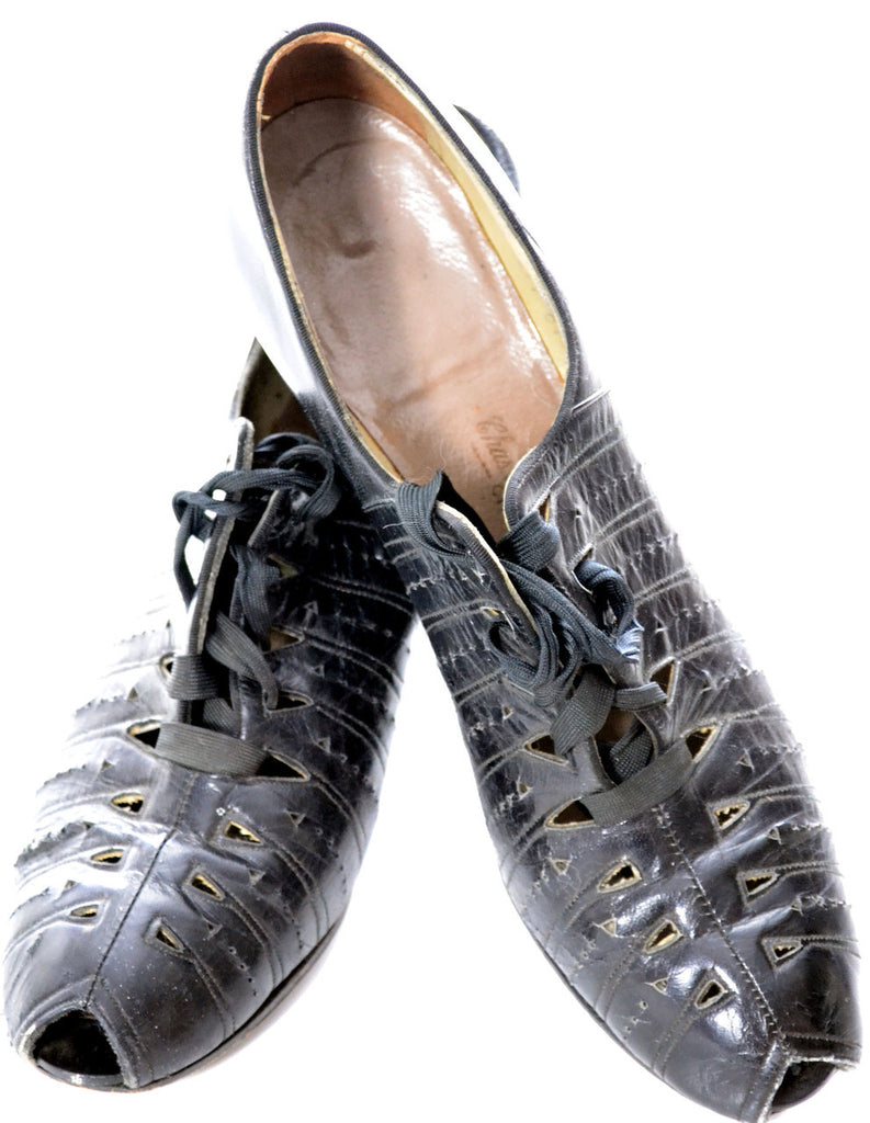 1930s lace up vintage shoes