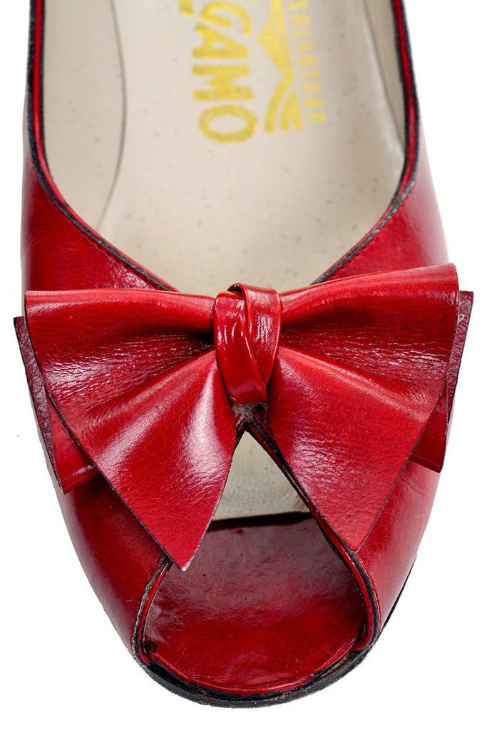 Bow detail on Ferragamo vintage shoes from the 1980's
