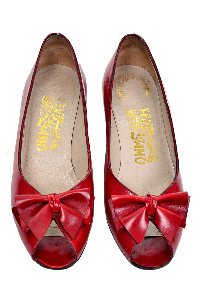 Red Leather Ferragamo Vintage Shoes with Peep Toe and Bows
