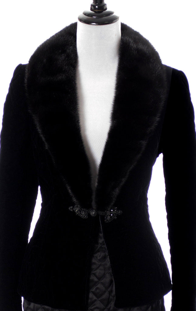 As new Vintage Valentino designer velvet blazer with fur collar