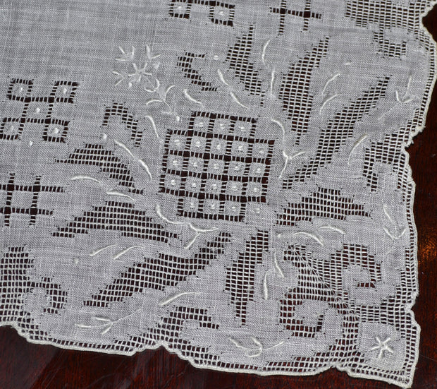 Vintage Pulled Thread Embroidered Bridal Wedding Handkerchief MINT - Dressing Vintage
