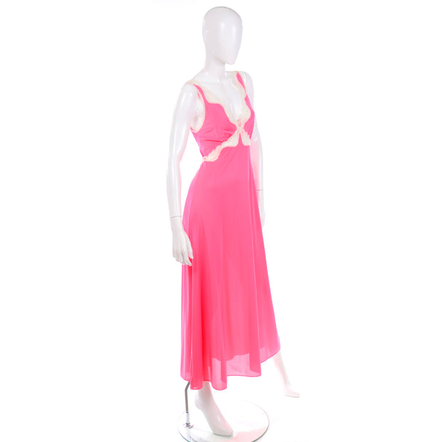 1970s Vanity Fair Pink Plunging Neckline Nightgown w/ Lace Trim