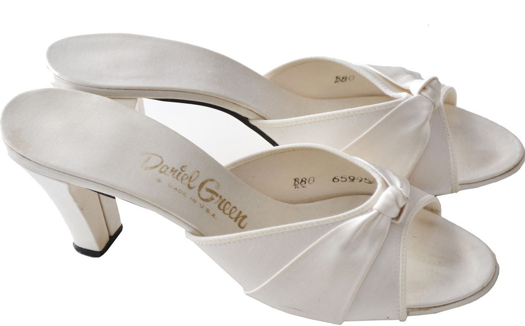 Vintage Daniel Green ivory satin shoes
