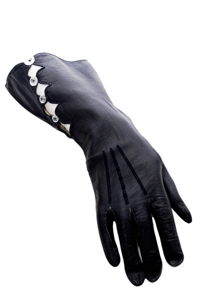 Vintage Midnight leather gauntlet gloves with open work and buttons - Dressing Vintage