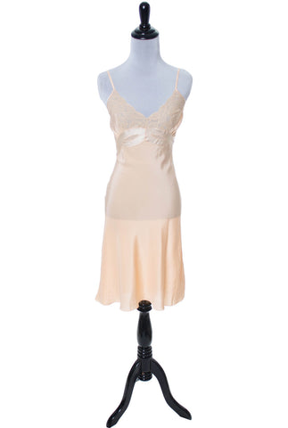 Peach silk ladies vintage full slip with satin bow applique - Dressing Vintage