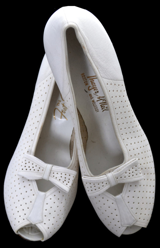1940's Ivory Vintage Peep Toe Bow Shoes 8.5 B - Dressing Vintage