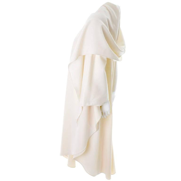 Beautiful winter cape in white wool