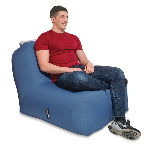 Air Lounge Standard Blau vorne mit Model