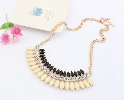 Fashion black and cream necklace