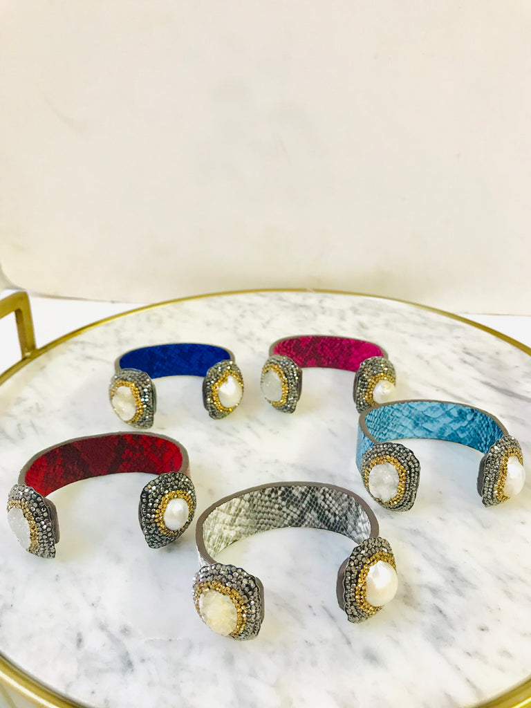 Druzy and concha nácar with marquesita snake leather bracelet
