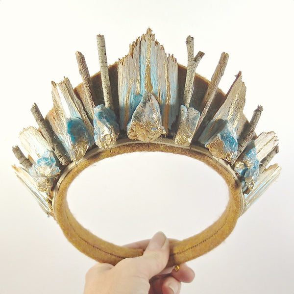 Loschy Blue Apatite & Eucalyptus Bark Crown